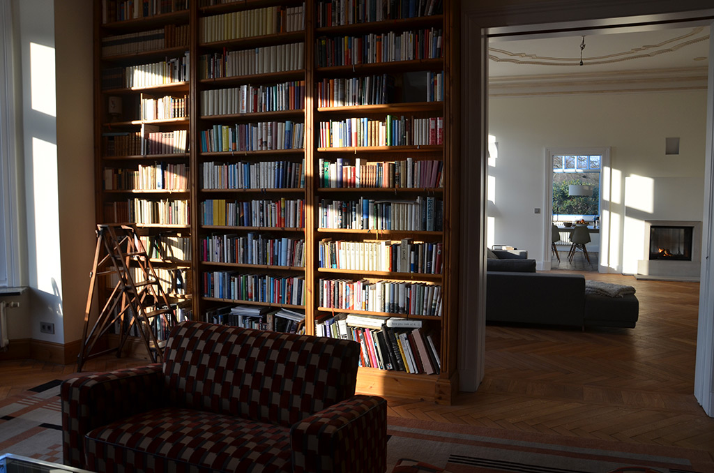 Dating-Bibliothek-Frau