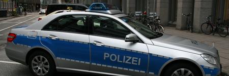 Streifenwagen der Polizei sind ausgerüstet mit Lautsprecheranlagen