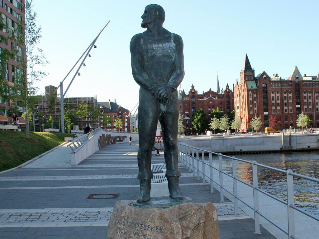 Bildresultat för klaus störtebeker statue hamburg