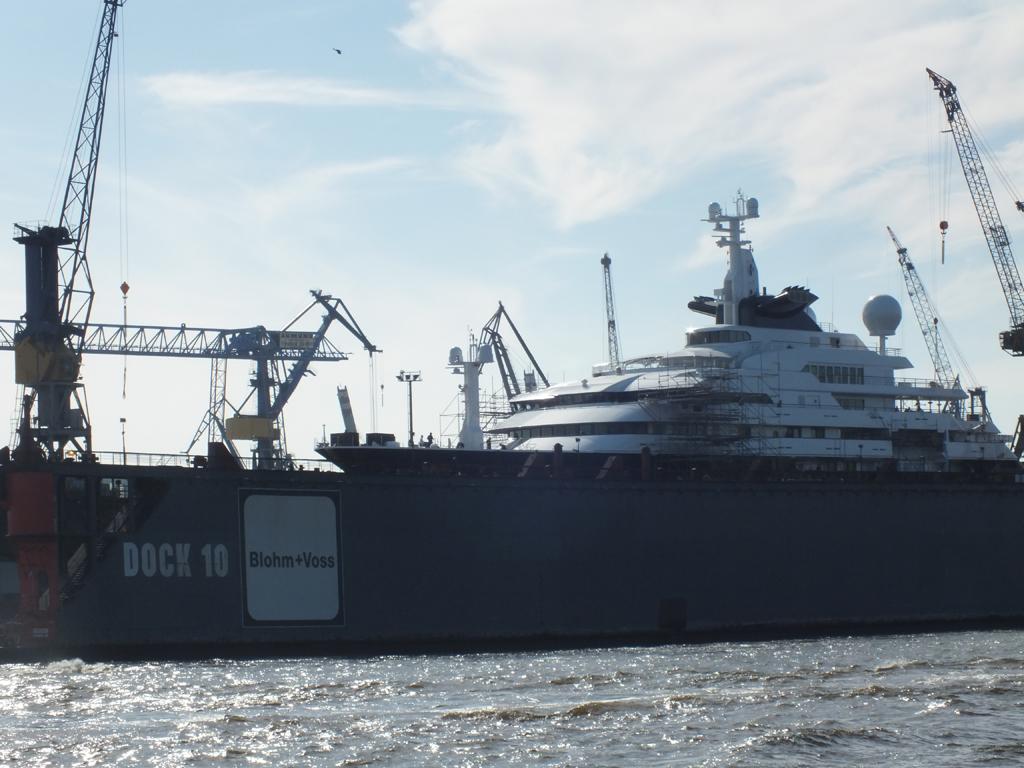 Octopus Paul Allens Yacht Im Hamburger Hafen Hamburg De