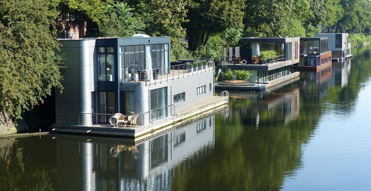 hausboot hamburg kaufen hausboote floating 34 kaufen neu und gebraucht verschiedene liegepl tze. Black Bedroom Furniture Sets. Home Design Ideas