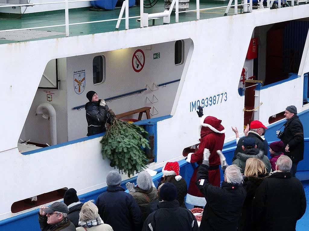 Weihnachtsbäume für Seeleute im Hamburger Hafen - hamburg.de
