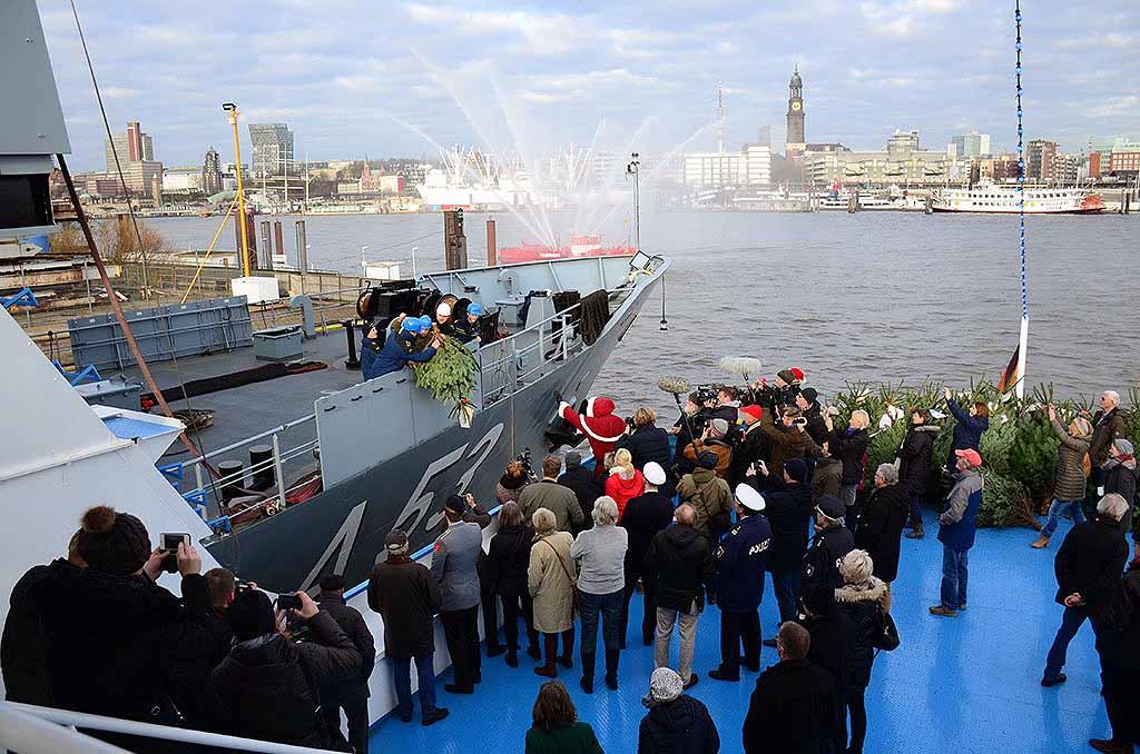 Hamburg Tannenbaum.Weihnachtsbäume Für Seeleute Im Hamburger Hafen Hamburg De