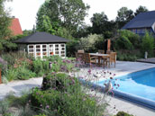 Bloom un Steen - Garten mit Pool