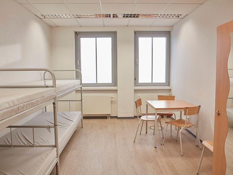 Vierbettzimmer im Winternotprogramm für Obdachlose