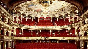 Deutsches Schauspielhaus in Hamburg Außenansicht / AT Schaefer