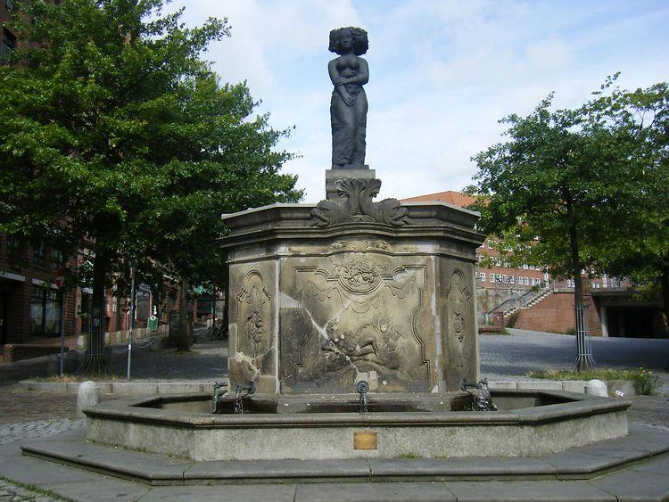 Brunnen Hamburg.Minerva Brunnen Fischmarkt Brunnen Hamburg De