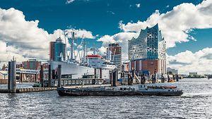 Hamburger Hafen mit Cap San Diego und Elbphilharmonie / Fotolia / hamburg-tourism.de