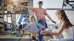 Urlaub für die ganze Familie / imago stock & people