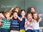 Schulkinder vor Tafel / © Drubig-Photo/Fotolia