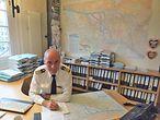 Hafenkapitän Jörg Pollmann in seinem Büro. / Sina Böger