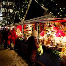 Stimmungsvolle Aufnahme auf einem Weihnachtsmarkt