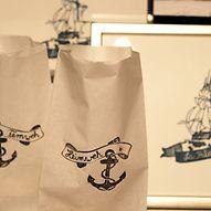 Papiertueten mit maritimen Motiven / hamburg.de