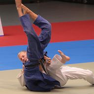 Zwei Judokämpfer am Boden in einer Wettkampfsituation  / Sportfoto André Latendorf