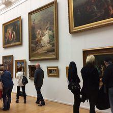 Saal in der Kunsthalle Hamburg mit Museumsbesuchern