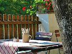 Gedeckter Tisch im Garten / ©Ana_J @pixabay