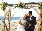 Brautpaar am Strand / ©kertayasa89 @pixabay