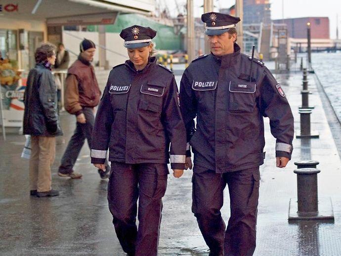 angestellter im polizeidienst hamburg