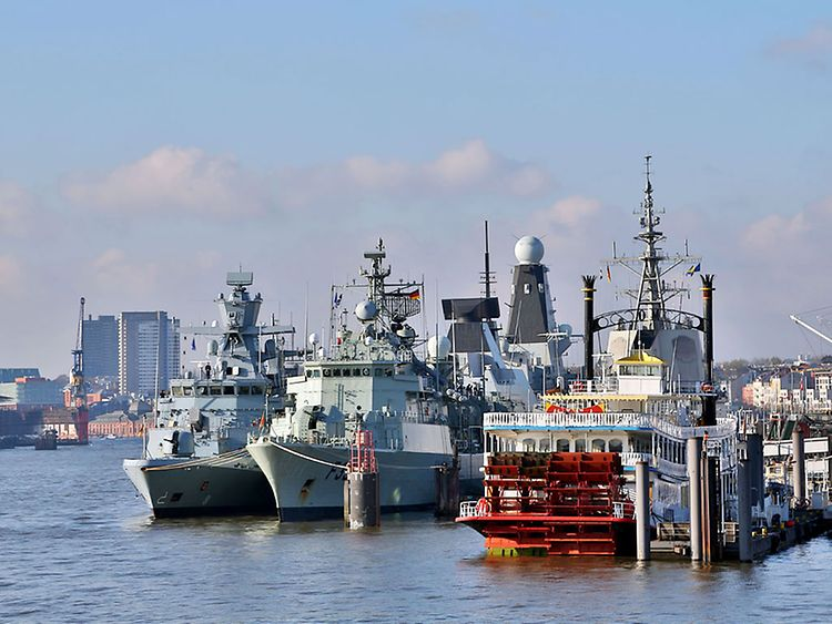 NATO-Marineverband besucht Hamburg im November 2016