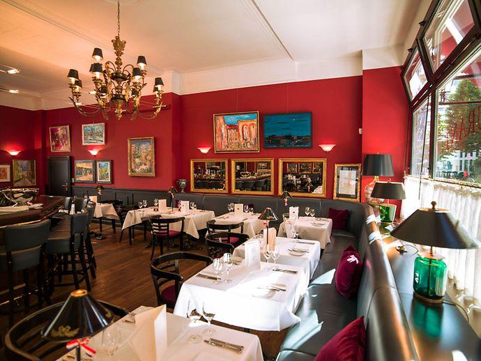 interieur des franzosischen restaurants petit bonheur