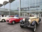 Oldtimer vor den Hamburger Messehallen / Hamburg Messe und Congress / Stephan Wallocha