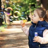 Kind mit Seifenblasen / dagon_ | Pixabay.com